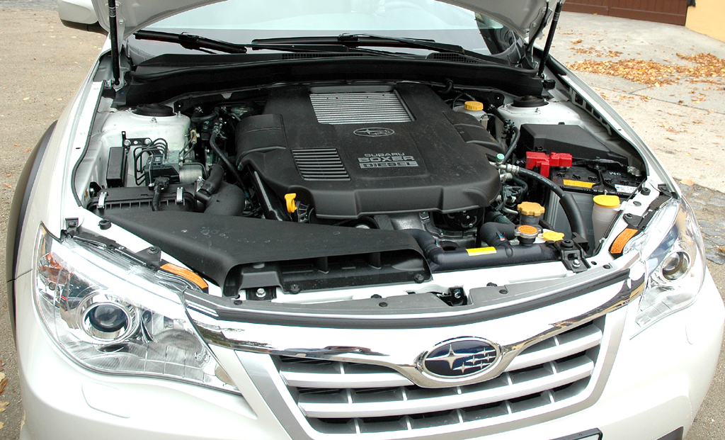 Subaru Impreza XV: Blick unter die Motorhaube des Boxer-Turbodiesels.