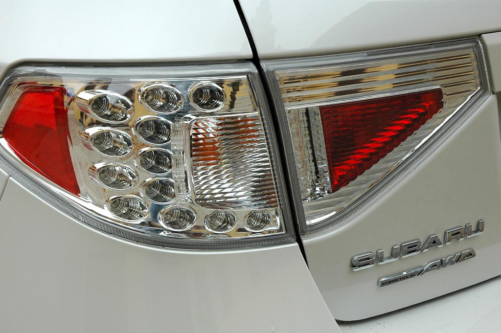 Subaru Impreza XV: Moderne Leuchteinheit hinten mit Marken- und Allradschriftzug.