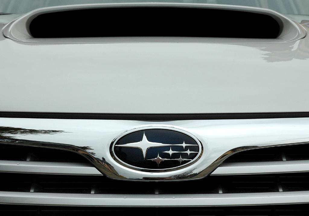 Subaru Impreza XV: Typisch auf der Motorhaube ist die Lufthutze hinten.