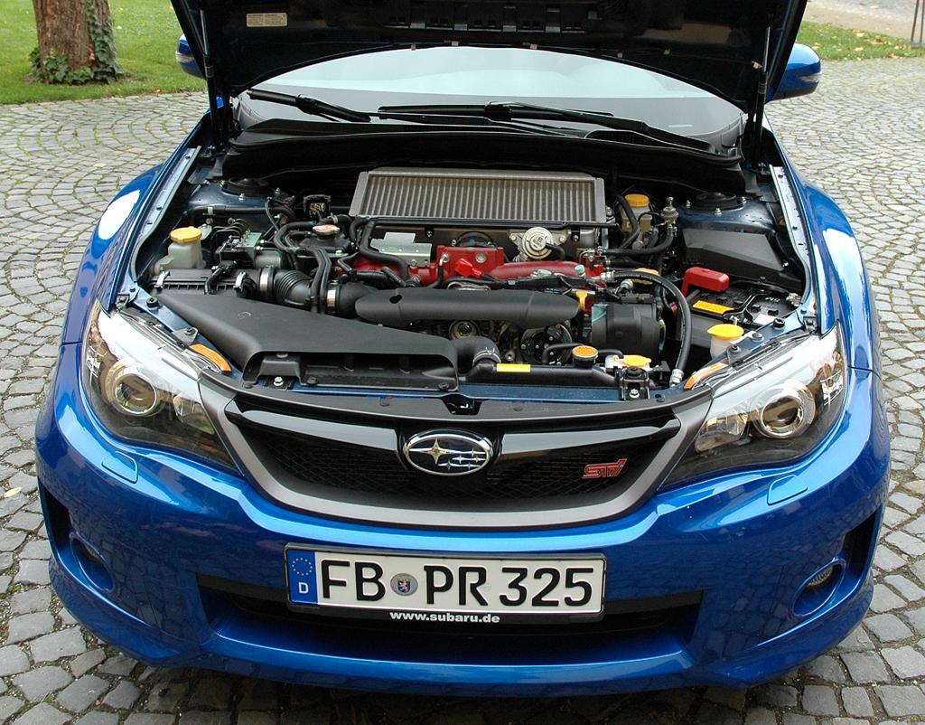 Subaru WRX STi: Blick unter die Motorhaube des 300 PS starken 2,5-Liter-Turbobenziners.