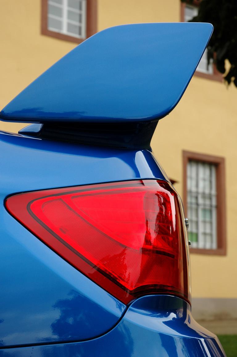 Subaru WRX STi: Der riesige Flügel auf der Kofferraumklappe fällt wohl am meisten auf.