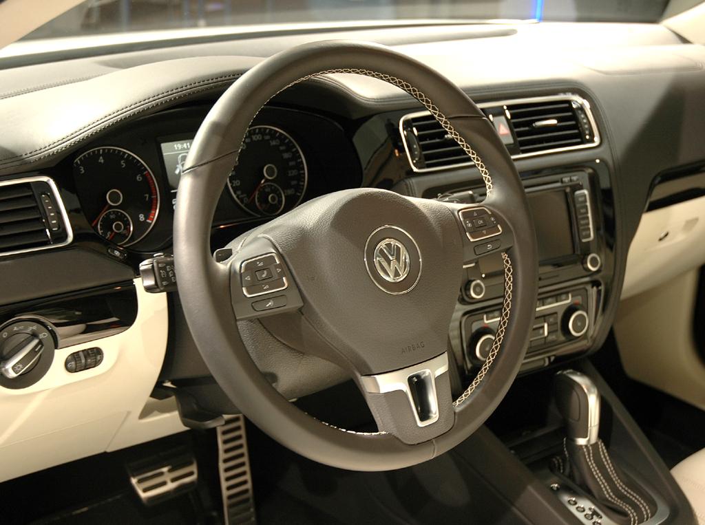 VW Jetta: Das Interieur mutet überaus wertig an.
