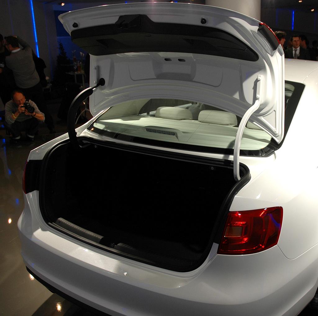 VW Jetta: In den Kofferraum passen ordentliche 510 Liter Gepäck hinein.
