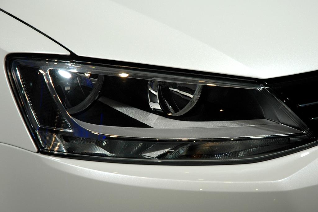 VW Jetta: Moderne Leuchteinheit vorn.