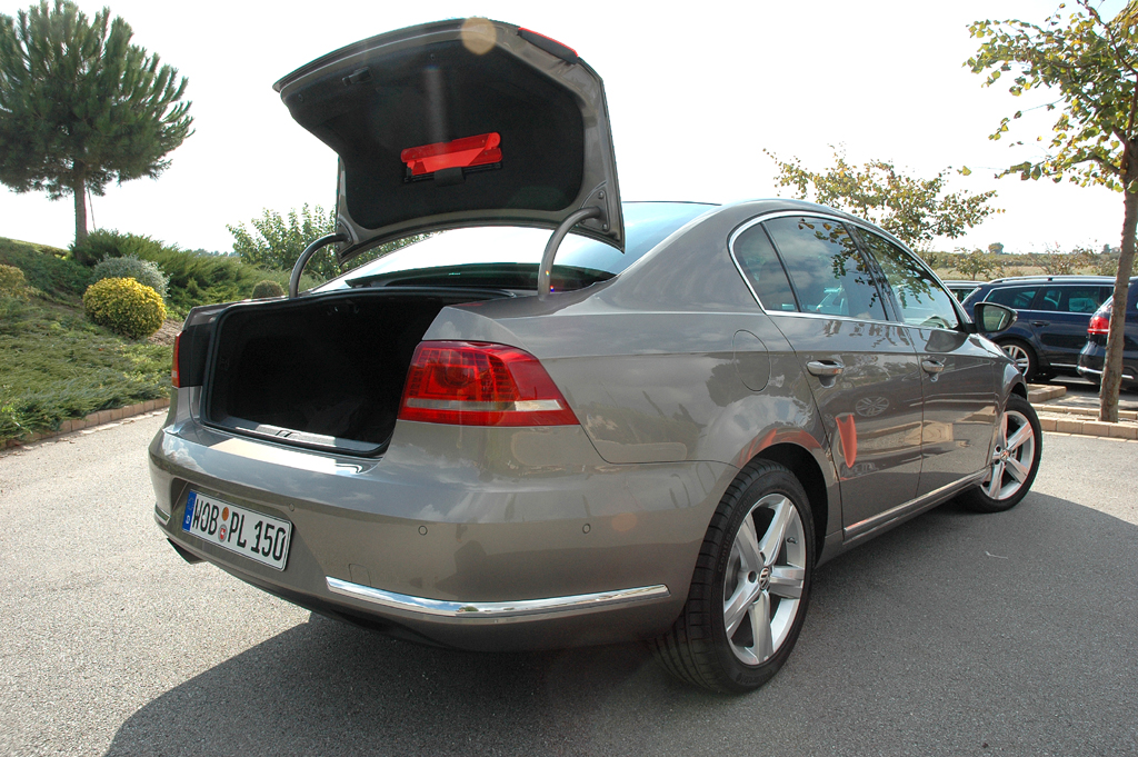 VW Passat: Der Limousinen-Kofferraum fasst 565, der im Variant über 600 bis über 1730 Liter.