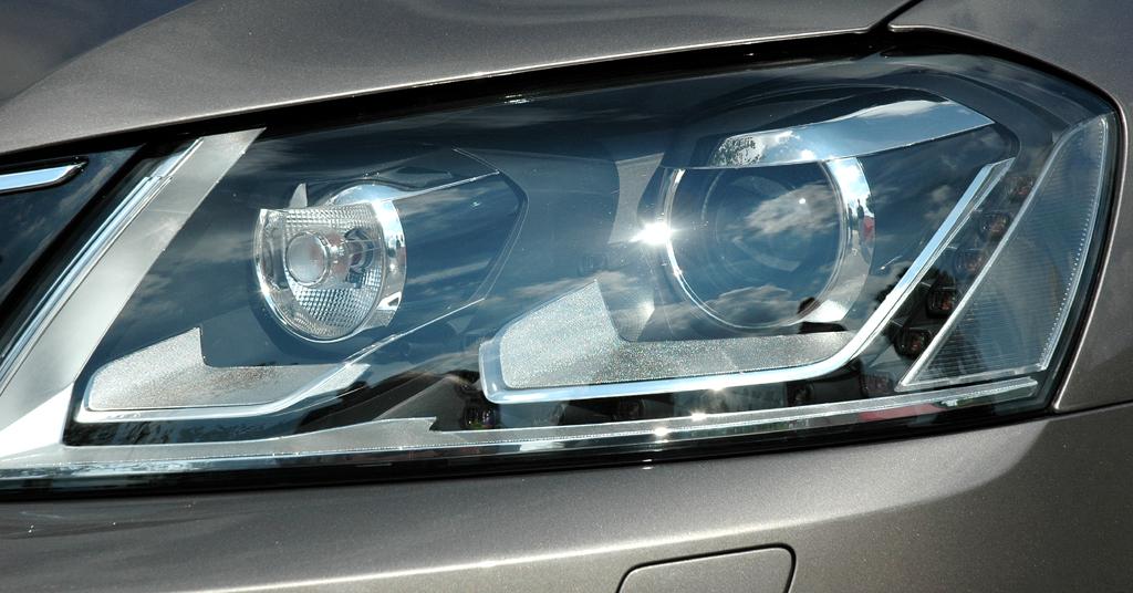 VW Passat: Moderne Leuchteinheit vorn.