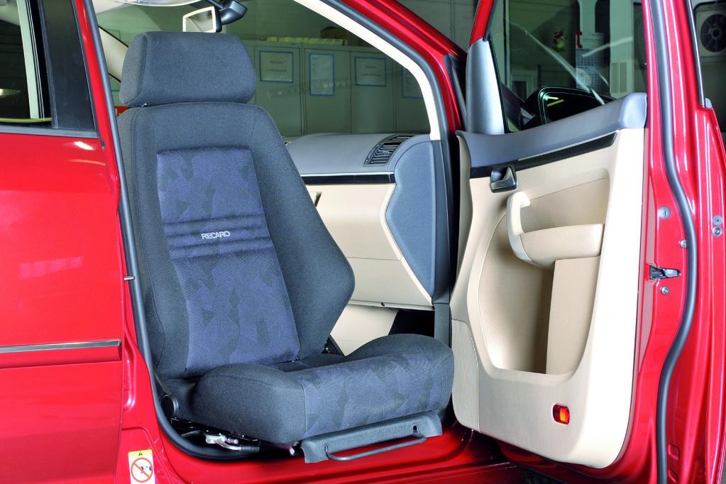 Volkswagen präsentiert neuen Passat mit Fahrhilfen auf der Rehacare