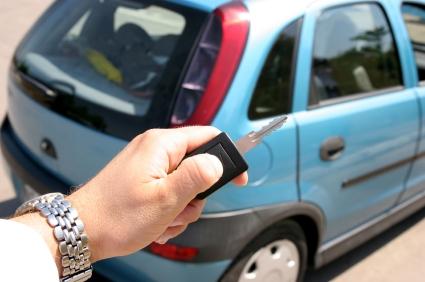 Zufriedene Autofahrer durch professionelles Mietwagengeschäft