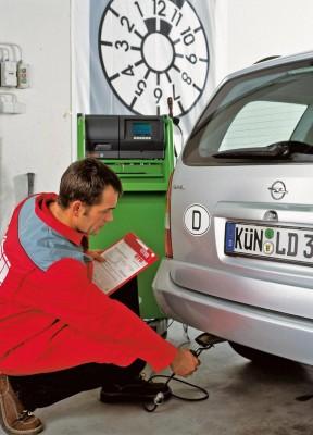 Abgasuntersuchung - Hinten stimmt´s bei den meisten deutschen Autos