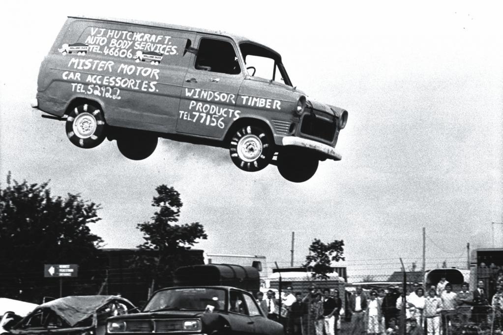 Auch wenn der Transit ein Allround-Talent ist, fliegen kann er nur auf einem Werbeplakat.