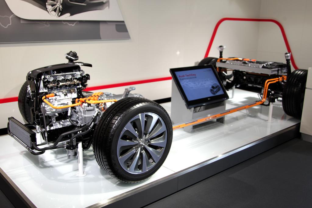 Audi-Q5-Hybrid-Quattro-Parade bei der Präsentation am Ingolstädter Audi-Sportpark.