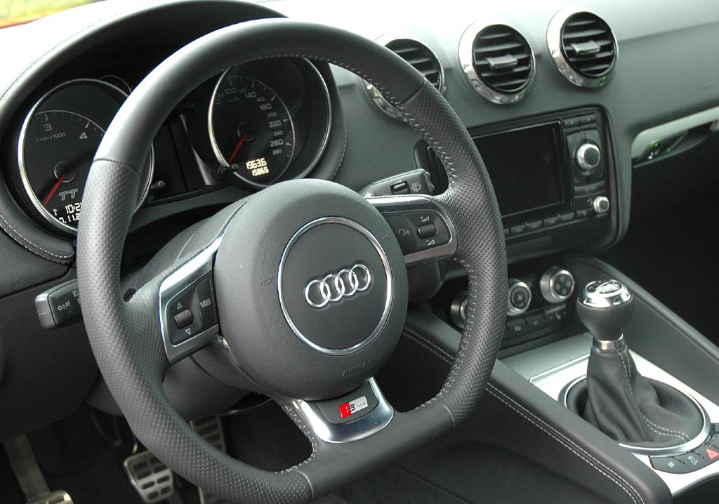 Audi TT: Blick ins sportlich-funktionelle Cockpit.