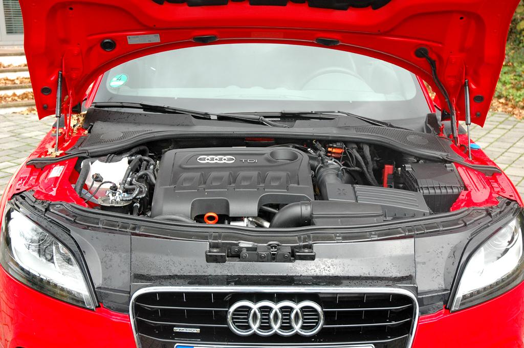 Audi TT: Blick unter die Motorhaube des Selbstzünders.