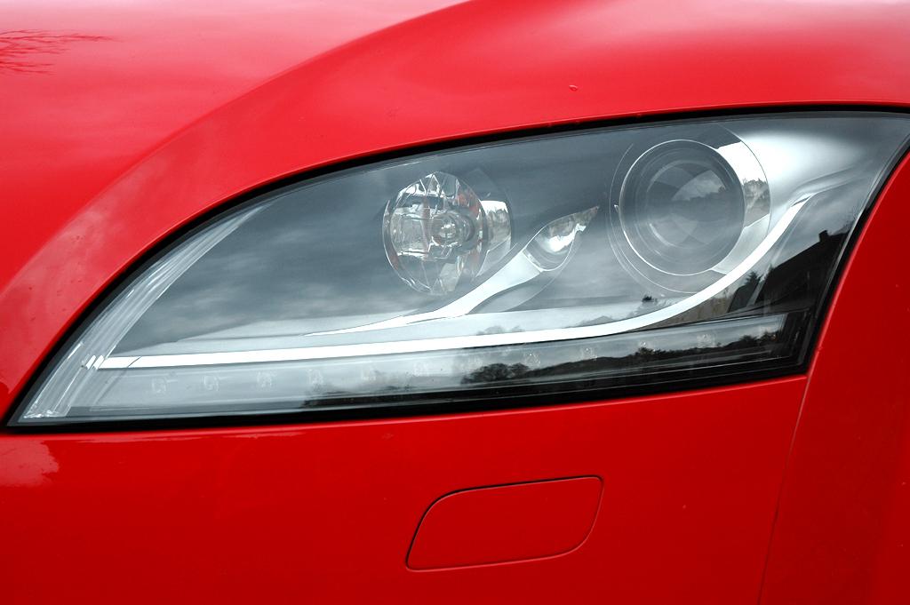 Audi TT: Der Testwagen war mit LED-Lichtpaket und Xenon-Plus-Scheinwerfern ...