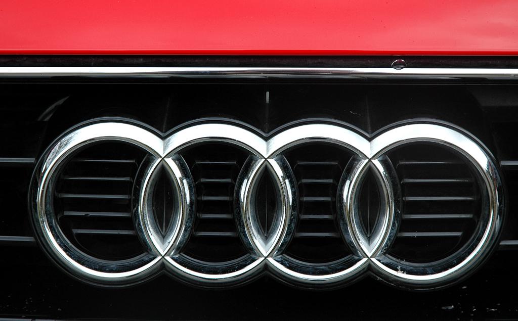 Audi TT: Die vier Markenringe sitzen im oberen Teil des Kühlergrills.