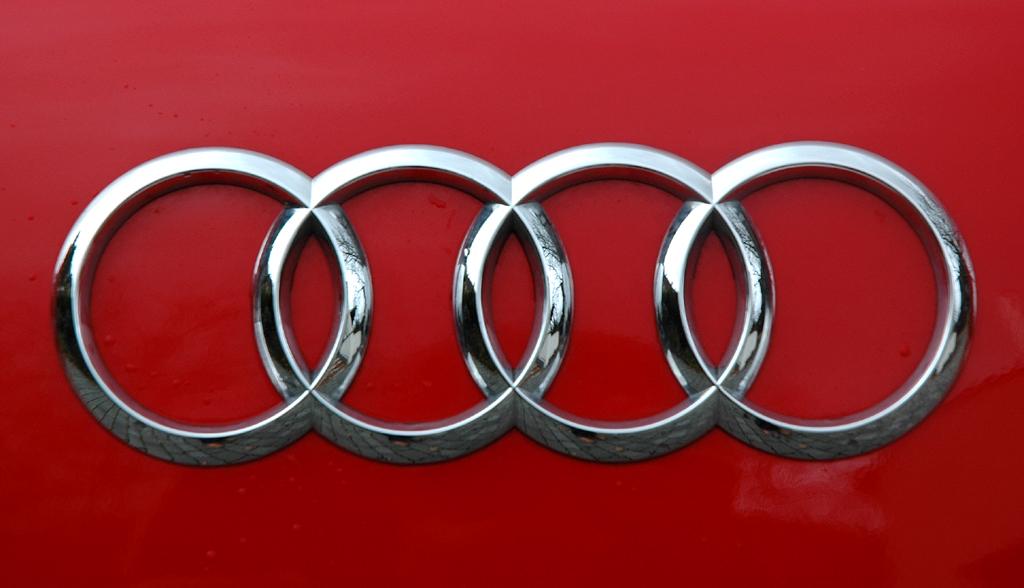 Audi TT: Hinten sind die vier Markenringe auf der Heckklappe platziert.