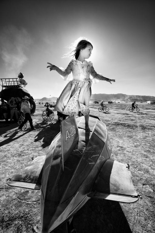 Bei der Präsentation seines Zeppelins in der Wüste Nevadas,  Foto: oilpunk.com