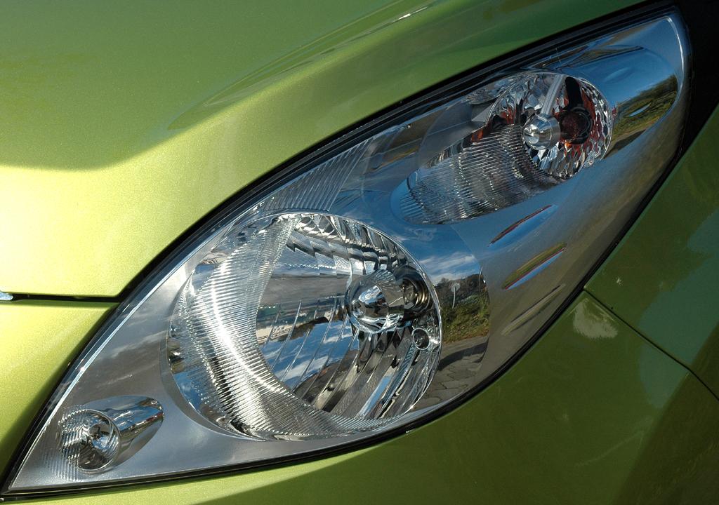 Chevrolet Spark: Moderne Leuchteinheit vorn.
