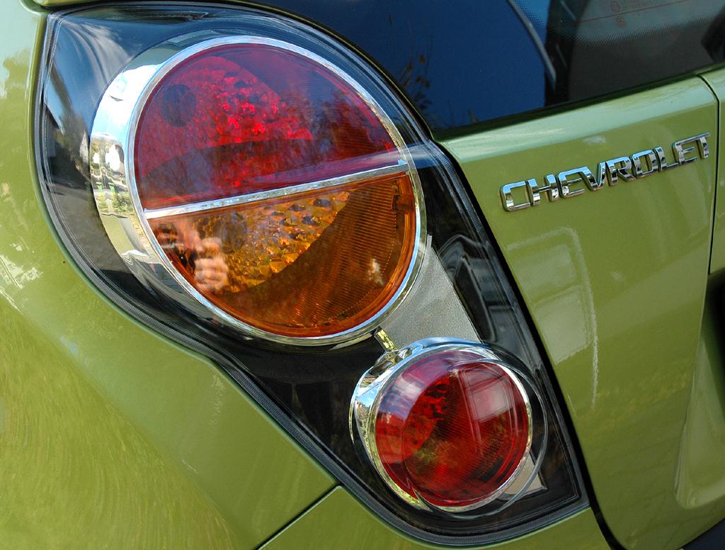 Chevrolet Spark: Moderne Rundleuchteinheit hinten.