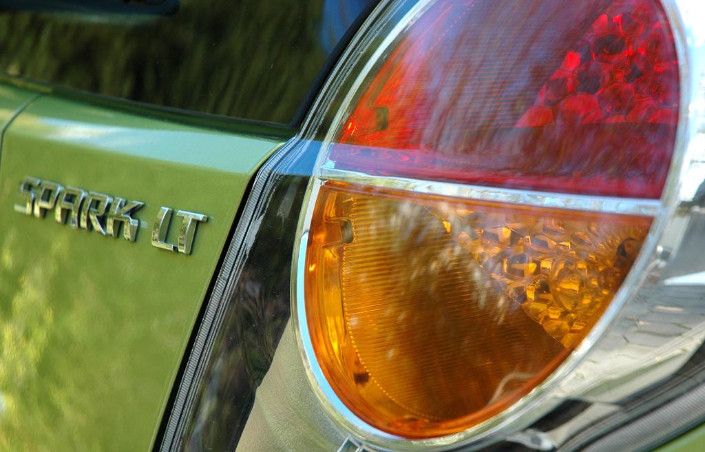 Chevrolet Spark: Rundleuchte hinten mit Modellschriftzug.