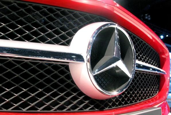 Daimler-Vorstände kaufen eigene Unternehmensaktien