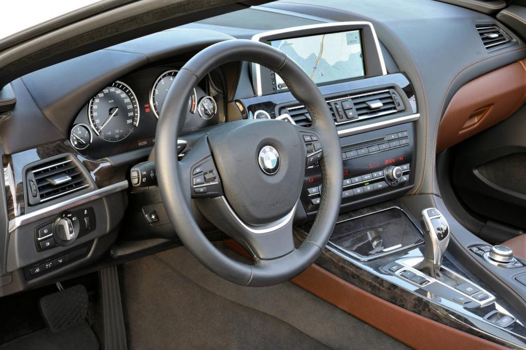 Der Innenraum gibt sich klassisch und erinnert an andere BMW-Modelle.