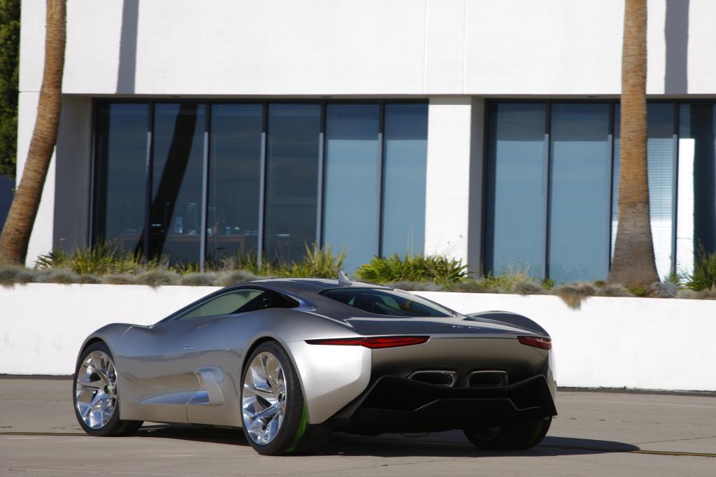 Der Jaguar macht von jeder Seite eine gute Figur