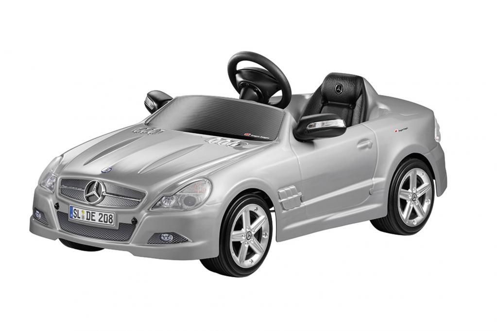 Der Mercedes SL Roadster ist das Elektroauto unter den Kinderfahrzeugen.