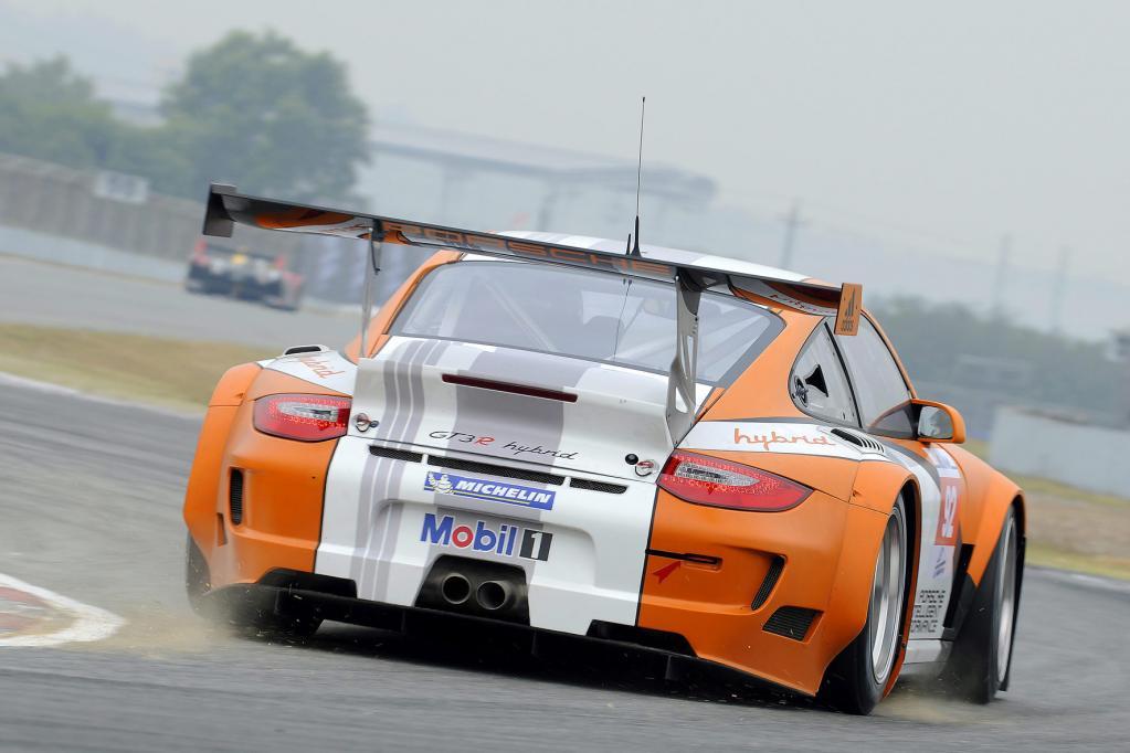 Der Porsche 911 GT3 R Hybrid ist bei dem Sportwagenhersteller derzeit der Technologieträger.