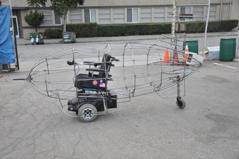 Ein Rollstuhl bewegt den Zeppelin,  Foto: oilpunk.com