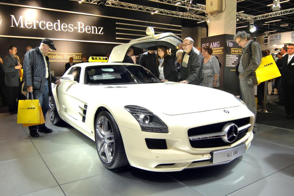 Europäische Taximesse in Köln - Mercedes verleiht Flügel