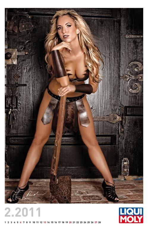 Liqui Moly Erotik-Kalender 2011: Heiße Girls verzaubern Schloss Leipheim