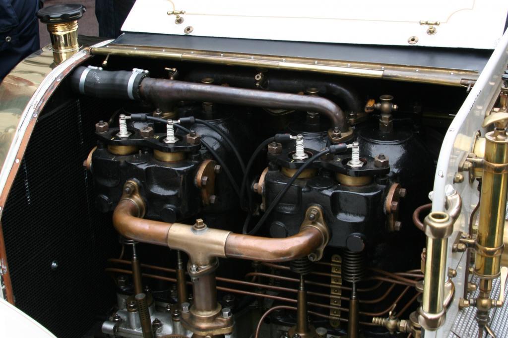 Mächtiger Vierzylinder mit 6,5 Liter Hubraum, aber nur 40 PS. Damals aber eine sensationelle Leistung