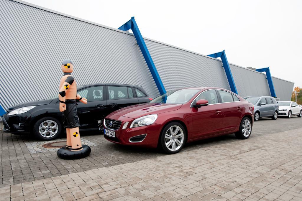 Macht seine Sache prima, solange die Bedingungen stimmen: Der Notbremsassistent mit Fußgängererkennung im Volvo S 60.