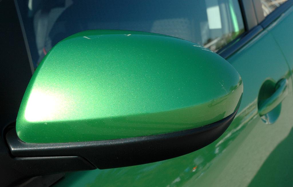 Mazda2: Der Außenspiegel ist nach unten schwarz abgesetzt.