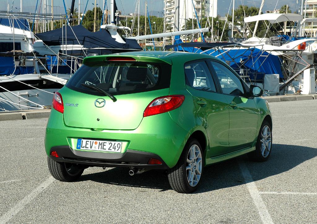 Mazda2: Heck-/Seitenansicht.