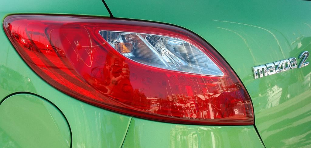 Mazda2: Moderne Leuchteinheit ...