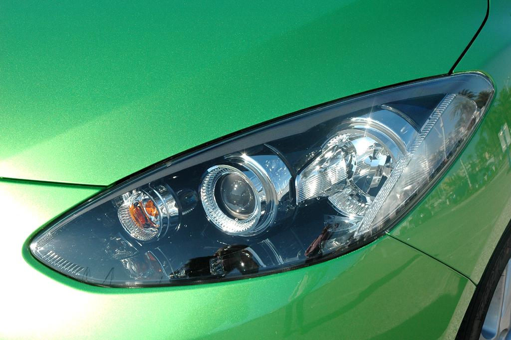 Mazda2: Moderne Leuchteinheit vorn.