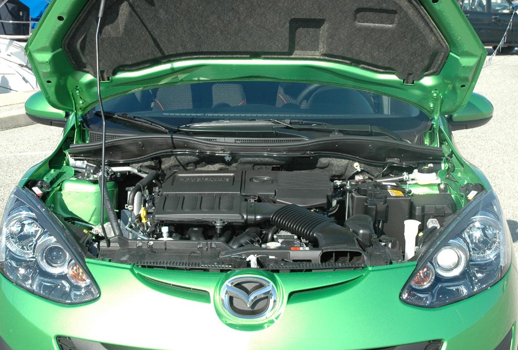 Mazda2: Unter der Motorhaube arbeiten 75 bis 102 PS starke Vierzylinder.