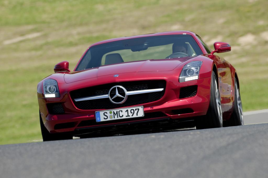 Mercedes-Benz SLS AMG/Mercedes-Benz