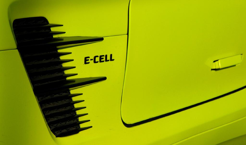 Mercedes SLS AMG E-Cell: ... sondern auch noch an den Flanken vor dem E-Cell-Schriftzug.