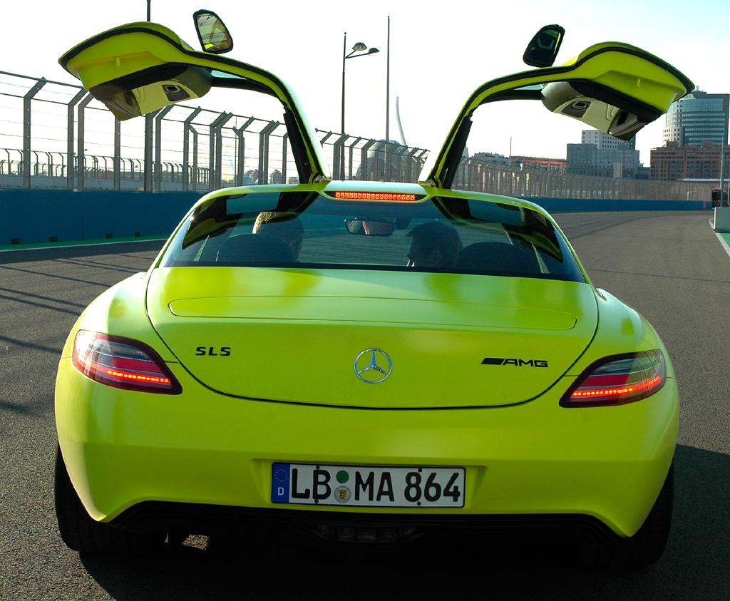 Mercedes SLS AMG E-Cell: ... und von hinten.