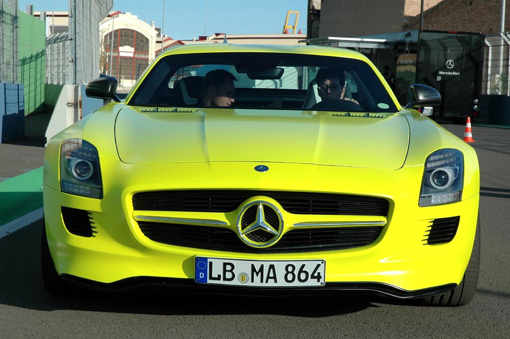 Mercedes SLS AMG E-Cell: Blick auf die gegenüber dem normalen SLS AMG veränderte Front.