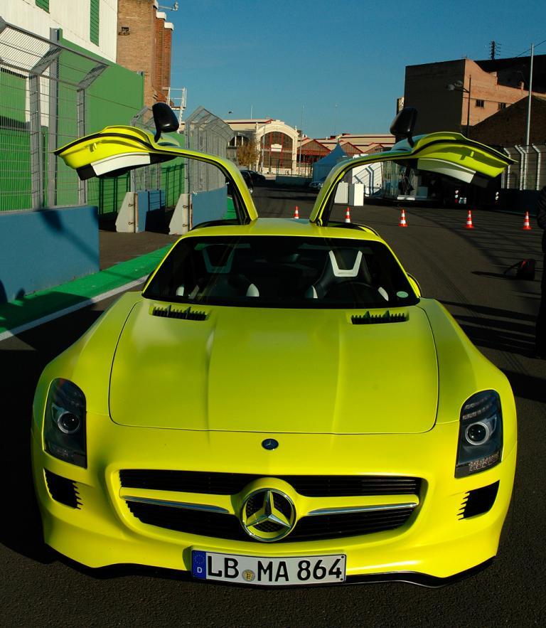 Mercedes SLS AMG E-Cell: Der Flügeltüren-Stromer von vorn ...