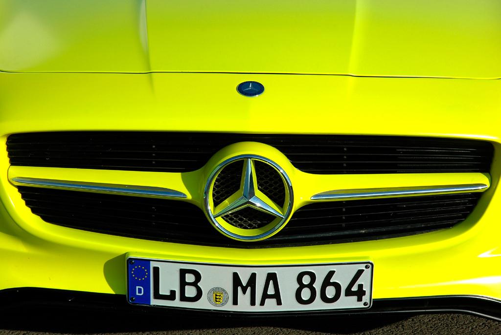 Mercedes SLS AMG E-Cell: Die Frontschürze zieht sich weit nach unten.