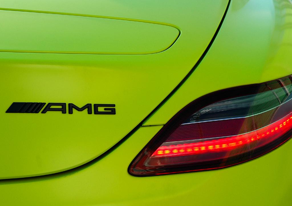 Mercedes SLS AMG E-Cell: Leuchteinheit hinten mit Markenschriftzug.