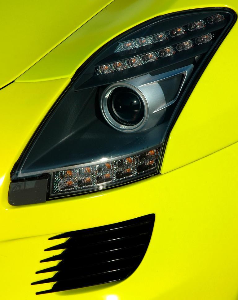 Mercedes SLS AMG E-Cell: Moderne LED-Scheinwerfer-Einheit vorn mit Tagfahrlicht.