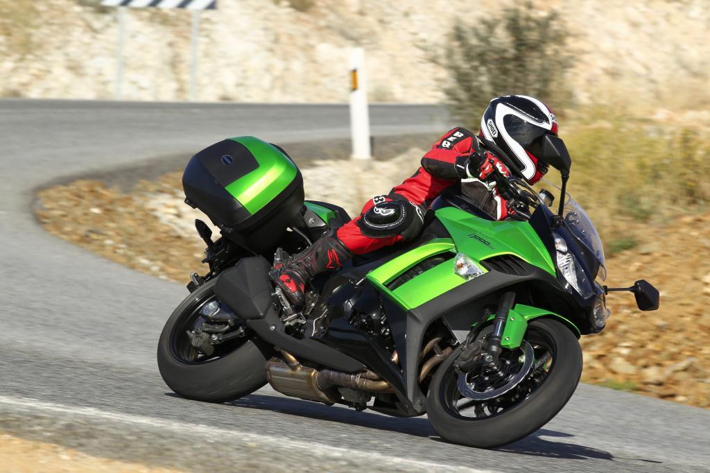 Mit der neuen Z 1000 SX verleiht Kawasaki dem kraftvollen Druck des Z-1000-Reihenvierers ein touriges Antlitz.