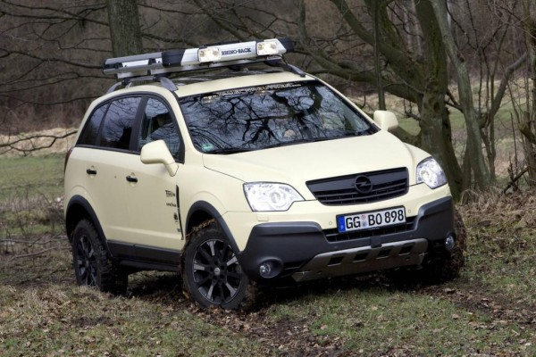Opel Antara mit Geländeumbau: Kompaktes SUV bekommt Offroad-Fähigkeiten