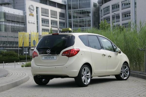 Opel mit drei Modellen auf der Taximesse